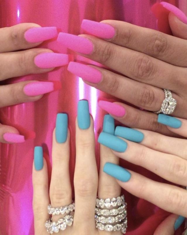 ClioMakeUp-nail-art-unghie-corte-facili-semplici-eleganti-moda-manicure-pois-righe-puntini-1