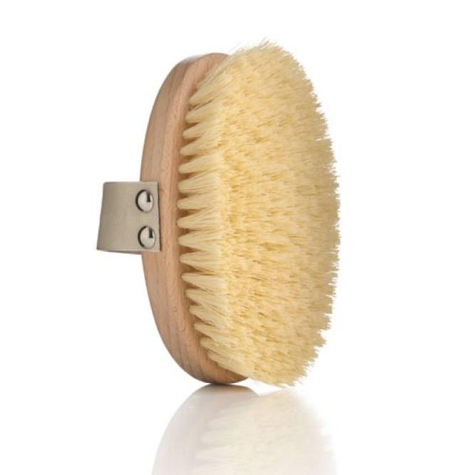 ClioMakeUp-dry-brushing-spazzola-corpo-viso-funziona-opinioni-effetto-peli-incarniti-sotto-pelle-buccia-arancia-cellulite-pori-dilatati-1