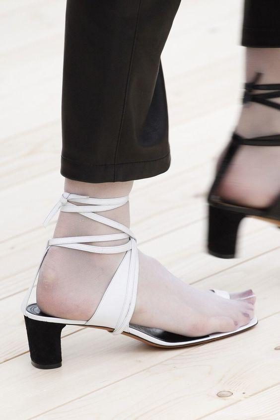 cliomakeup-scarpe-piedi-grandi-17-mezzo-tacco