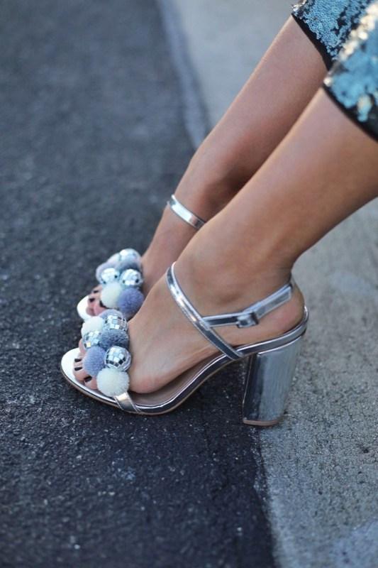 cliomakeup-scarpe-piedi-grandi-23-pon-pon