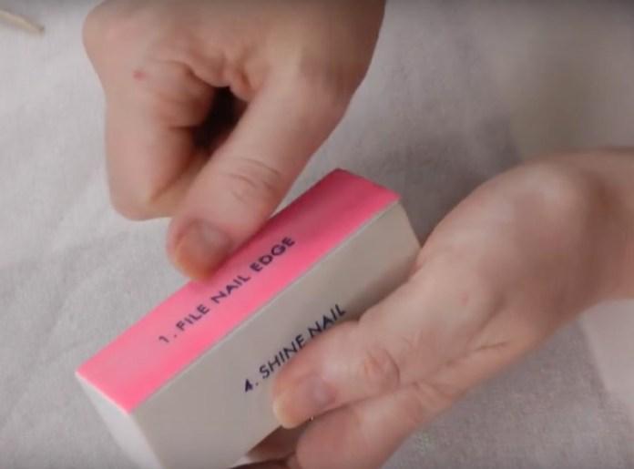 ClioMakeUp-manicure-che-dura-fatta-in-casa-smalto-unghie-9