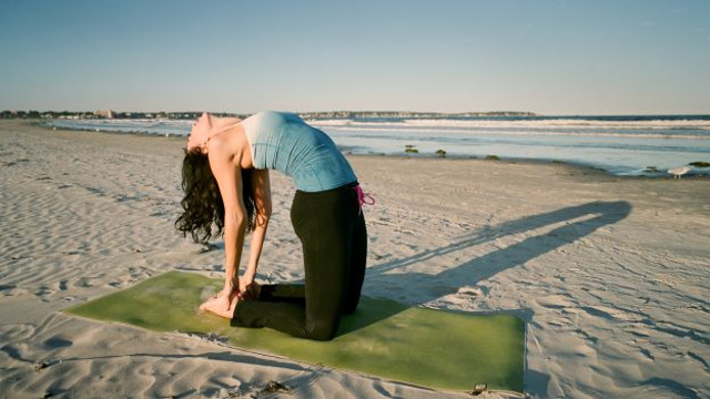 cliomakeup-yoga-per-rassodare-il-seno-13
