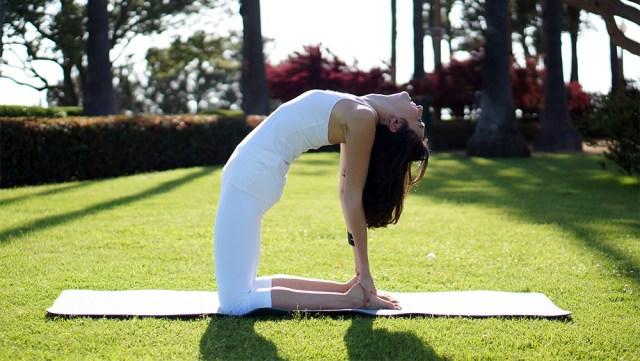 cliomakeup-yoga-per-rassodare-il-seno-14