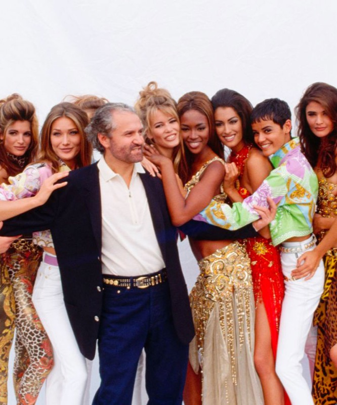 cliomakeup-versace-top-model-anni-90-naomi-campbell-claudia-schiffer-carla-bruni-cindy-crawford-helena-christensen-milano-fashion-week-2