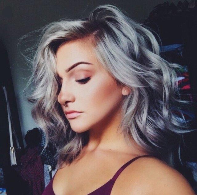 Silver Hair  il trend capelli di cui ci innamoreremo (ancora) questo ... 0a38b7327939