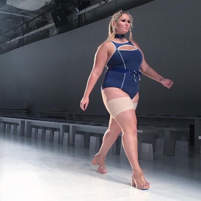 ClioMakeUp-collant-curvy-model-passerelle-bandelette-calze-comode-abbinarle-fashion-14