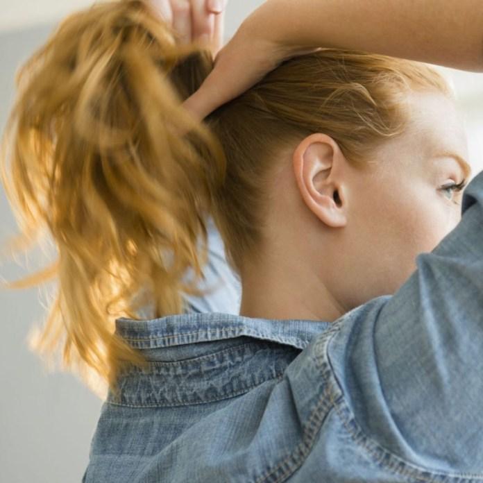 cliomakeup-coda-di-cavallo-4-legarsi-i-capelli