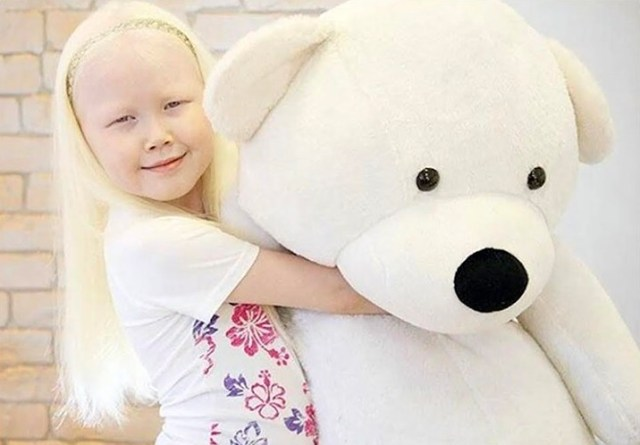 cliomakeup-albinismo-nella-moda-biancaneve-siberiana-231.jpg