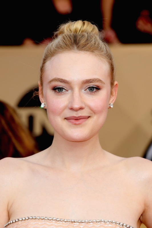 cliomakeup-sag-awards-2018-19-dakota-fanning