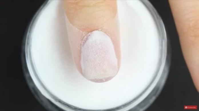cliomakeup-deep-powder-unghie-tecnica-5