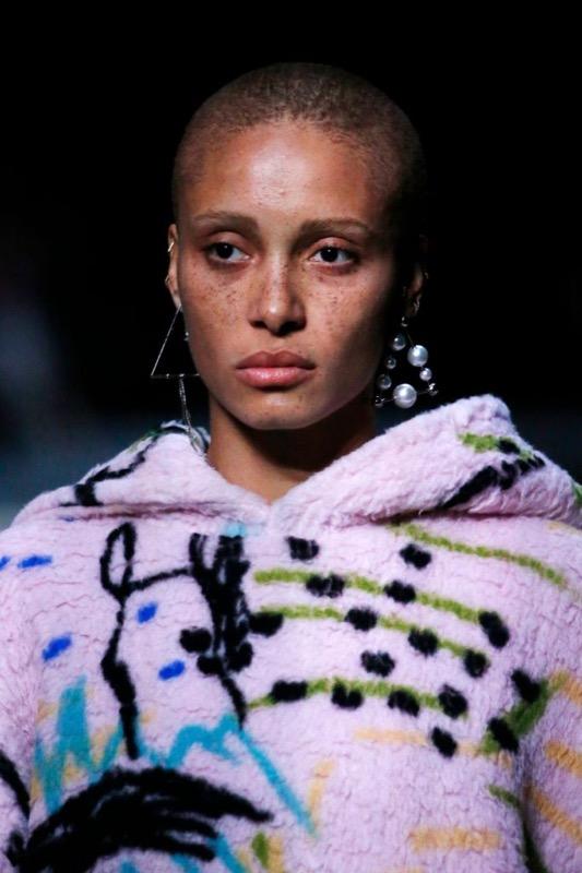 2Cliomakeup-blog-nyfw-2018-tendenze-beauty-burberry-no-makeup2.jpg