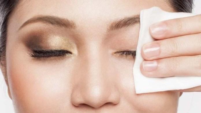 cliomakeup-errori-beauty-mattina-11-make-up-salviette