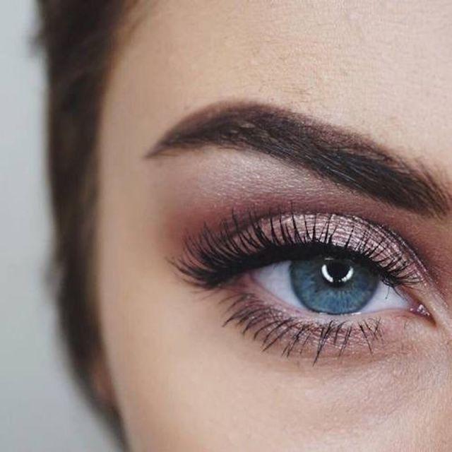 Come truccare gli occhi azzurri  i migliori make up non banali per ... 1e57c318100c