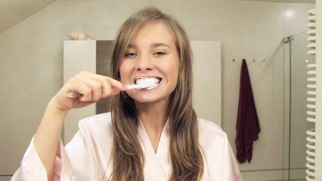 cliomakeup-come-lavare-i-denti-in-modo-corretto-2