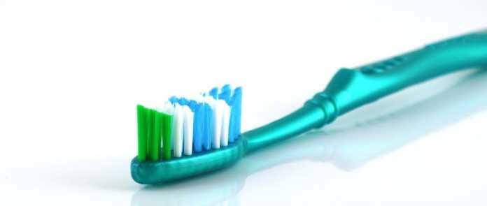 cliomakeup-come-lavare-i-denti-in-modo-corretto-11