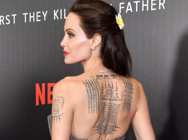 cliomakeup-tatuaggio-sulla-schiena-2-angelina-jolie
