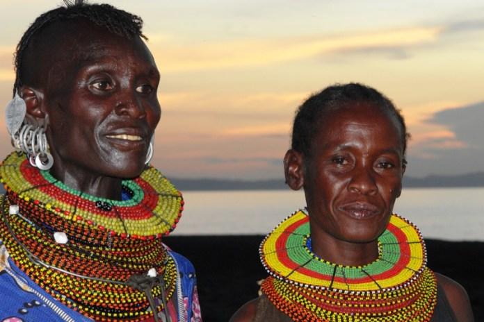 ClioMakeUp-elementi-cultura-africana-12-necklace-african-people.jpg