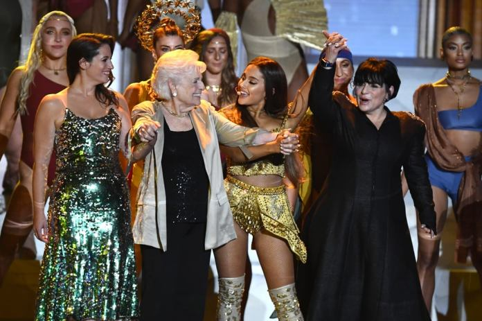 cliomakeup-mtv-video-music-awards-12-ariana-grande-esibizione