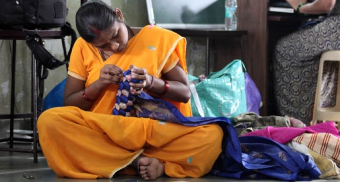 cliomakeup-accessori-gioielli-eco-sostenibili-12-ragazza-indiana
