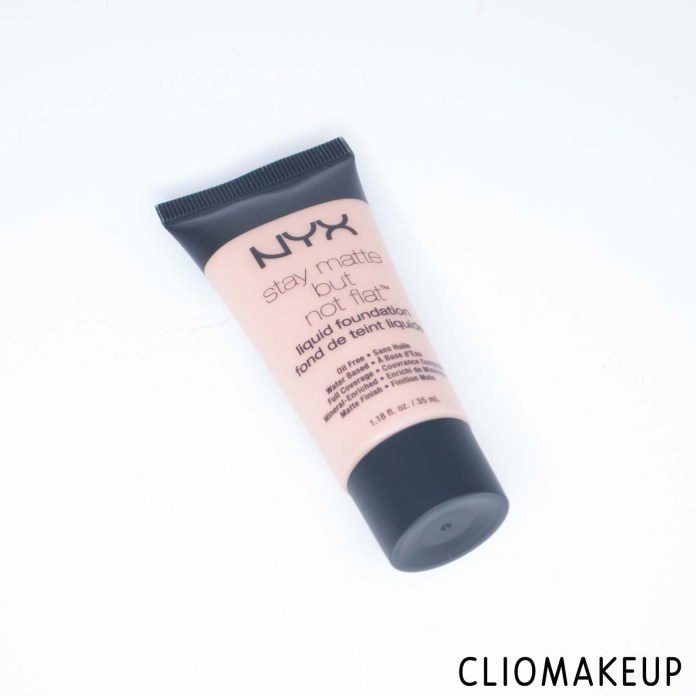 cliomakeup-recensione-fondotinta-nyx-stay-matte-but-not-flat-liquid-foundation-2