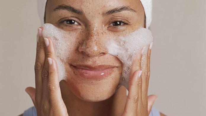 cliomakeup-skincare-mamme-non-dormono-8-detergente-schiumogeno