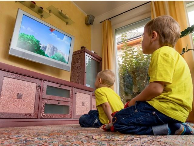 cliomakeup-alimentazione-bambini-guardano-TV-7.jpg