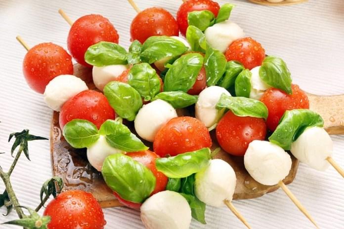 cliomakeup-apericena-spiedini-mozzarella-pomodoro-11