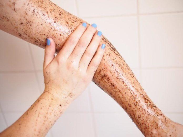 cliomakeup-skincare-dopo-estate-scrub-braccio