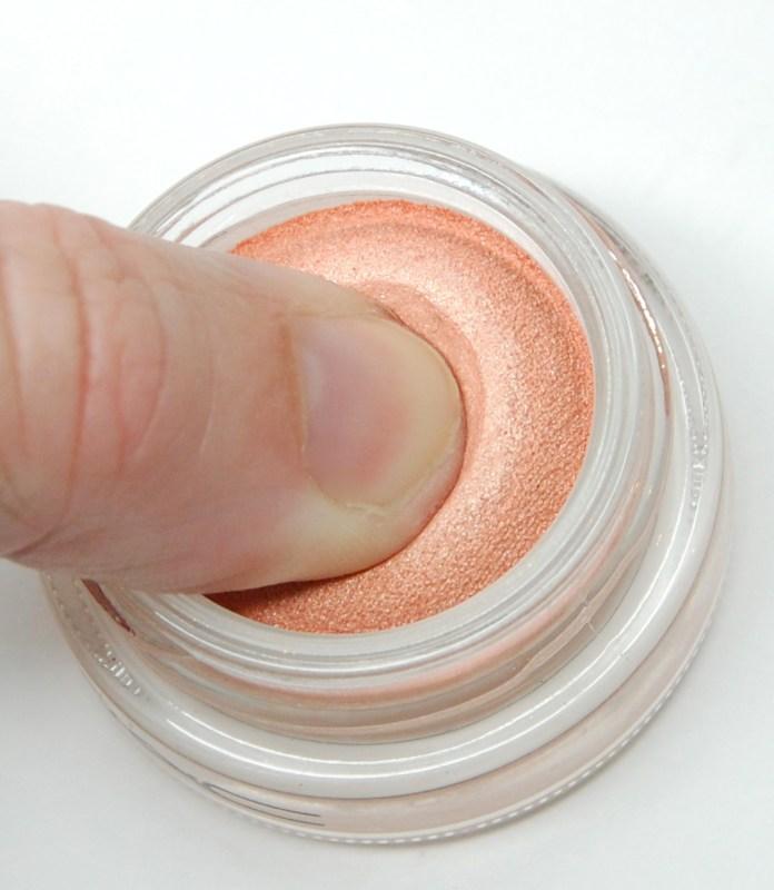 cliomakeup-bouncy-eyeshadow-2-texture