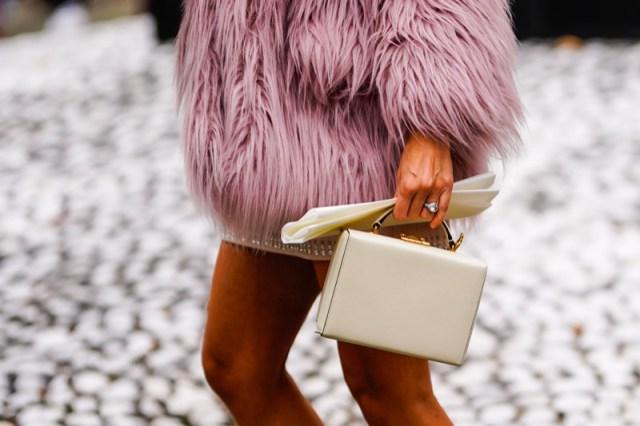 cliomakeup-eco-pelliccia-outfit-inverno-4-dettaglio-pelo.jpg