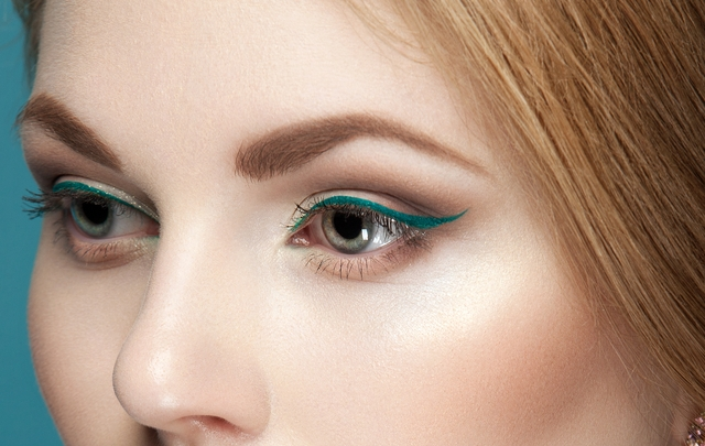 cliomakeup-makeup-abiti-verdi-11-eyeliner-verde