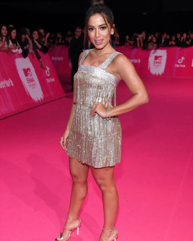 ClioMakeUp-emas-2018-beauty-look-8-Anitta.jpg