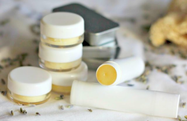 homemade_lip_balm_with_coconut_oil
