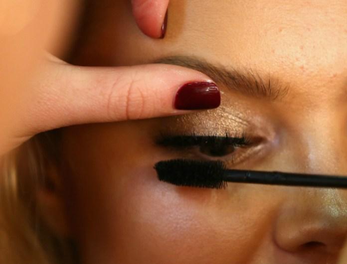 cliomakeup-come-applicare-il-mascara-6-palpebra-superiore