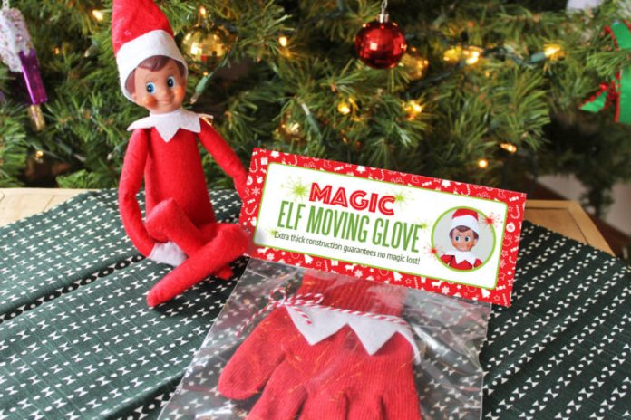 cliomakeup-elf-on-the-shelf-tradizione-avvento-guanto-magico-per-muovere-elfo
