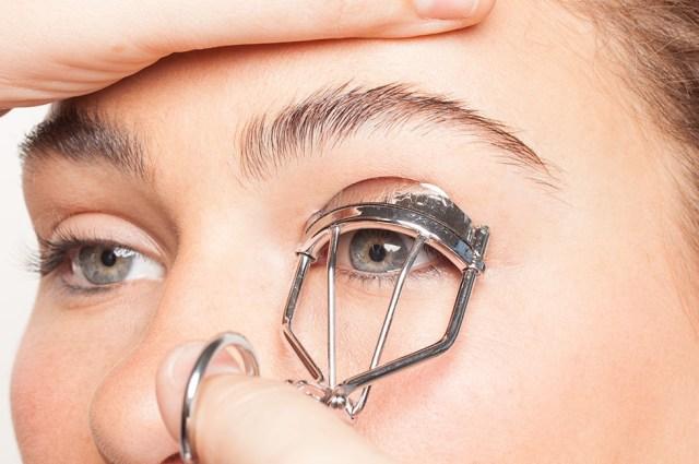 cliomakeup-trucco-occhi-piccoli-3-piegaciglia