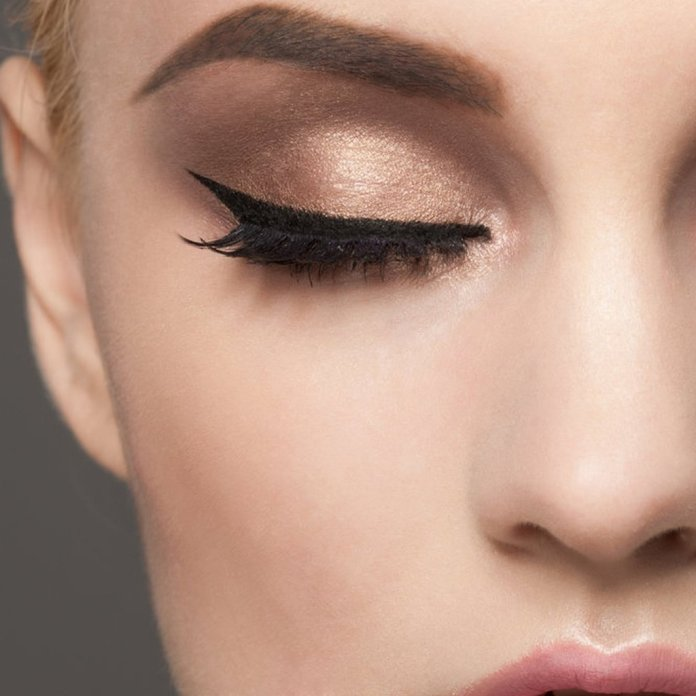 cliomakeup-trucco-natale-veloce-12-trucco-eyeliner