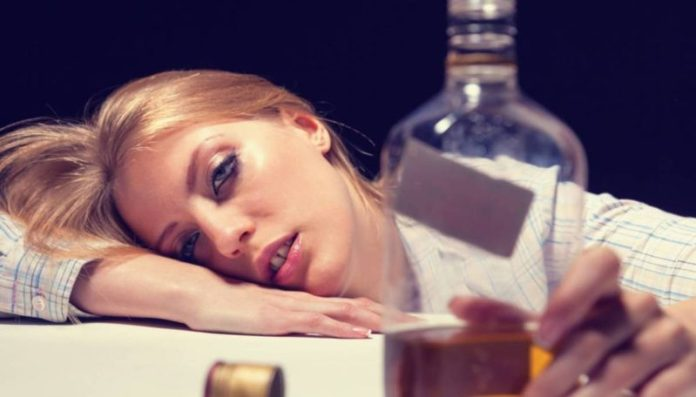 cliomakeup-evitare-sbronza-capodanno-ragazza-ubriaca