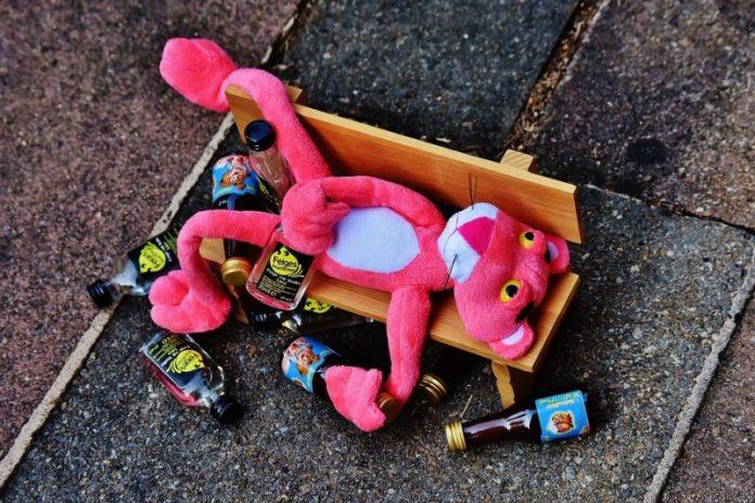cliomakeup-evitare-sbronza-capodanno-pantera-rosa-ubriaca