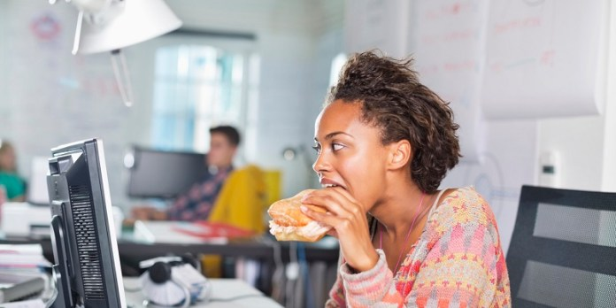 cliomakeup-dieta-scrivania-eating-office-21