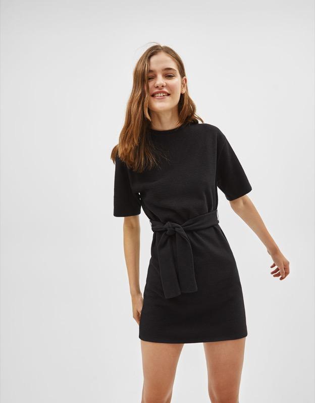 ClioMakeUp-look-kylie-jenner-2018-10-mini-dress-cintura-nero-bershka.jpg