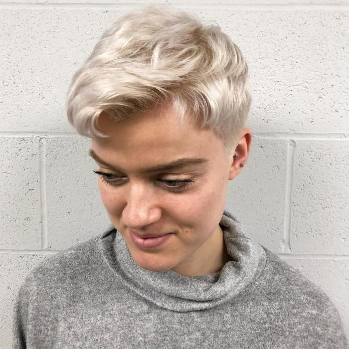 cliomakeup-tendenze-capelli-biondi-2019-8-pixie-cut-platino