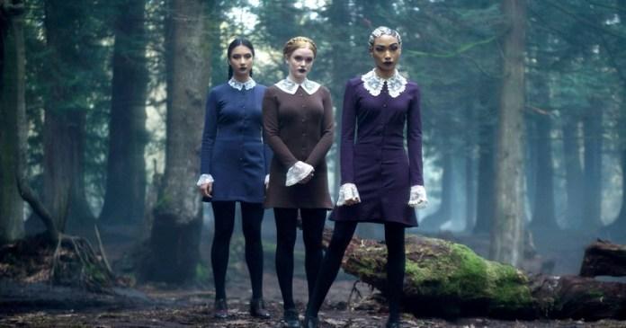 cliomakeup-terrificanti-avventure-sabrina-netflix-beauty-looks-19-sorelle-sinistre