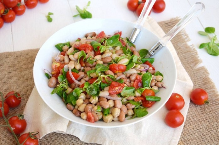 cliomakeup-alimenti-donne-6-insalata-legumi