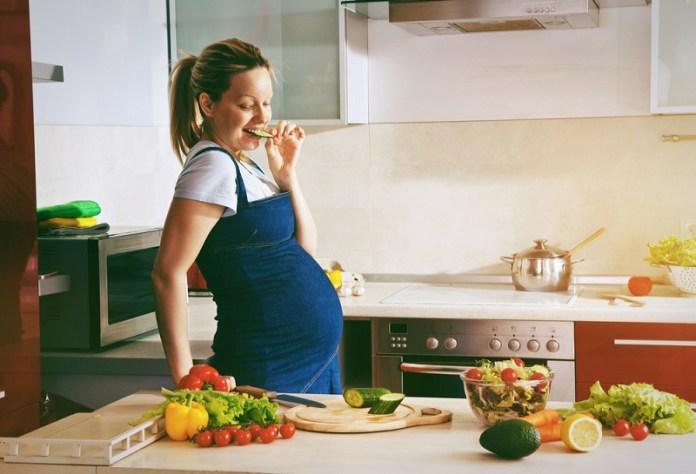 cliomakeup-miti-alimentazione-gravidanza-4-mum-eat