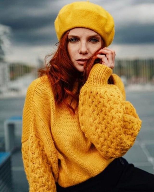 f0a1602eb6f5 Come abbinare i vestiti gialli 🌼 Idee outfit per look sgargianti e solari!