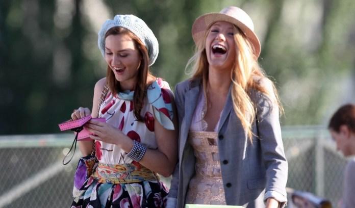 cliomakeup-come-indossare-basco-15-Blair-Waldorf-e-Serena-van-der-Woodsen-reginette-delle-Hit-Girls