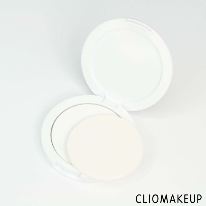 cliomakeup-recensione-cipria-essence-you-better-work-fixing-powder-5
