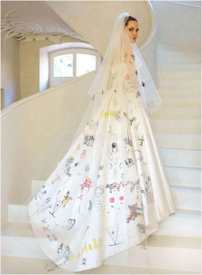 cliomakeup-abiti-sposa-stravaganti-star-6-angelina-jolie-retro-abito