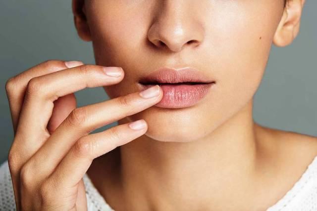 cliomakeup-applicare-prodotti-viso-15-labbra